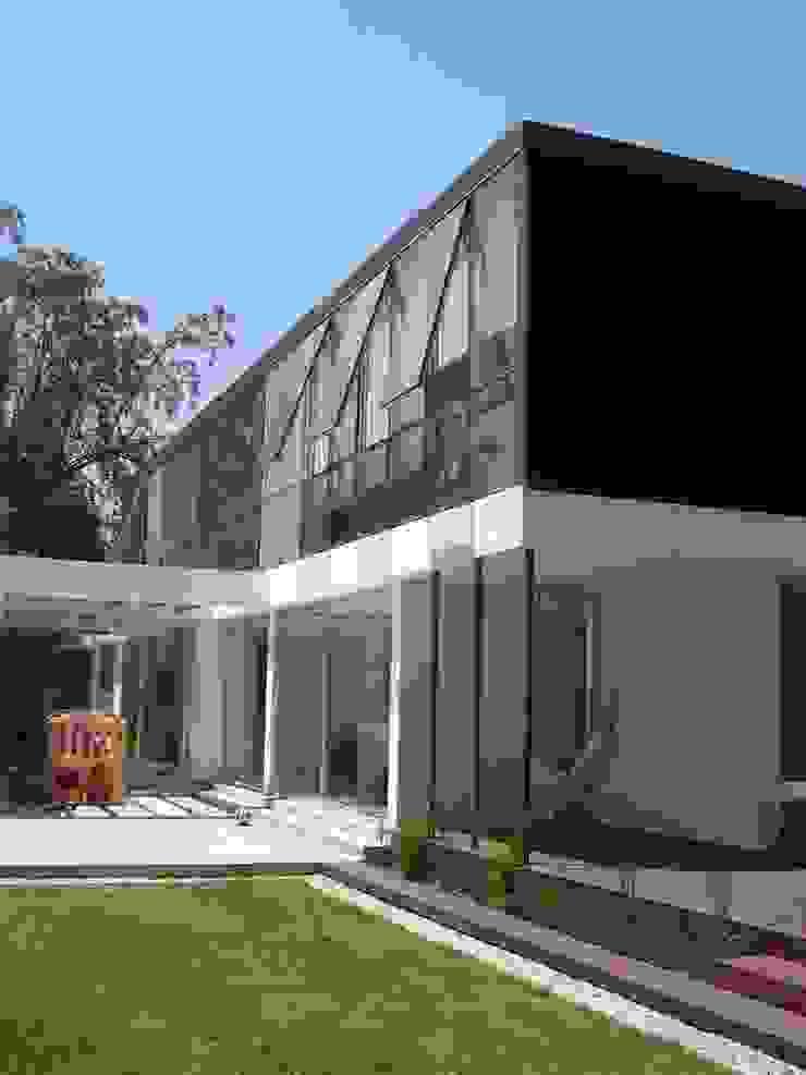 Minimalist house by Claudia Tidy Arquitectura Minimalist Wood Wood effect