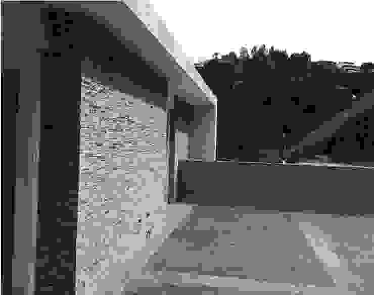terraza superior MARATEA estudio Balcones y terrazas de estilo minimalista