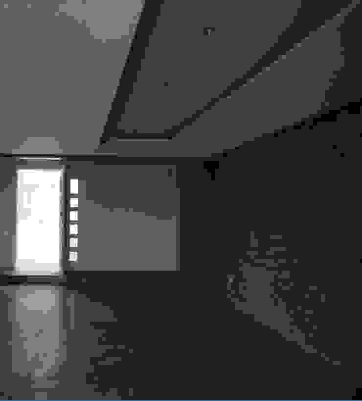 Salón principal MARATEA estudio Salas de estilo minimalista Concreto Gris