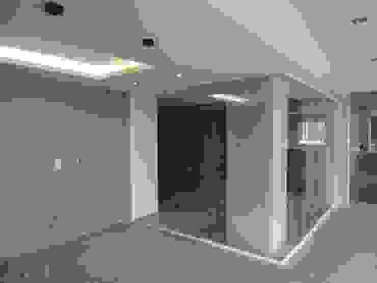 Sala de entretenimiento & Bar MARATEA estudio Salas de entretenimiento de estilo minimalista