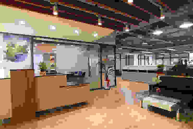 Lobby - 接待櫃檯 根據 Hi+Design/Interior.Architecture. 寰邑空間設計 現代風