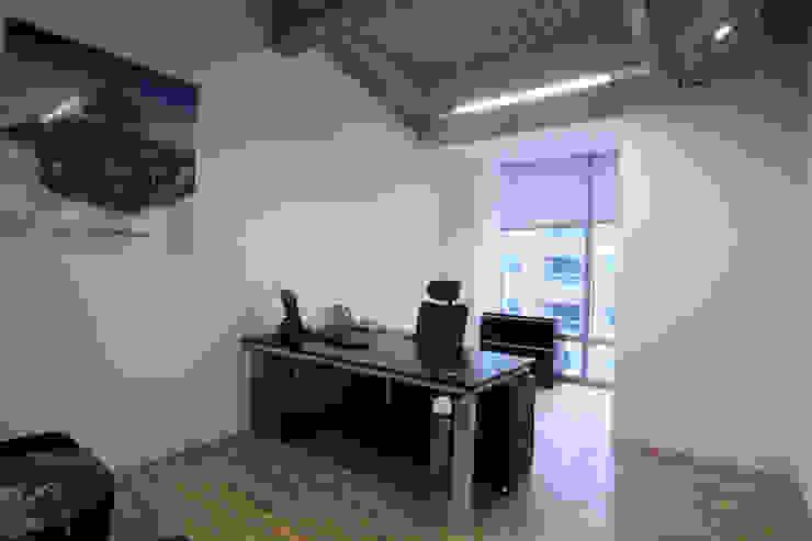 副總經理辦公室 根據 Hi+Design/Interior.Architecture. 寰邑空間設計 現代風