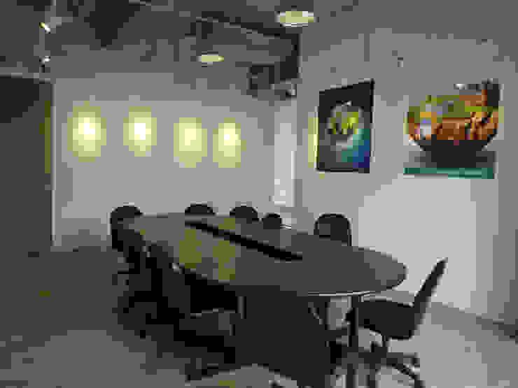 小會議室 根據 Hi+Design/Interior.Architecture. 寰邑空間設計 現代風