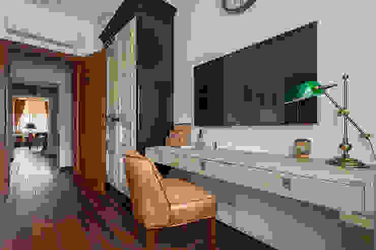 Chambre originale par Станислав Старых Éclectique Bois Effet bois