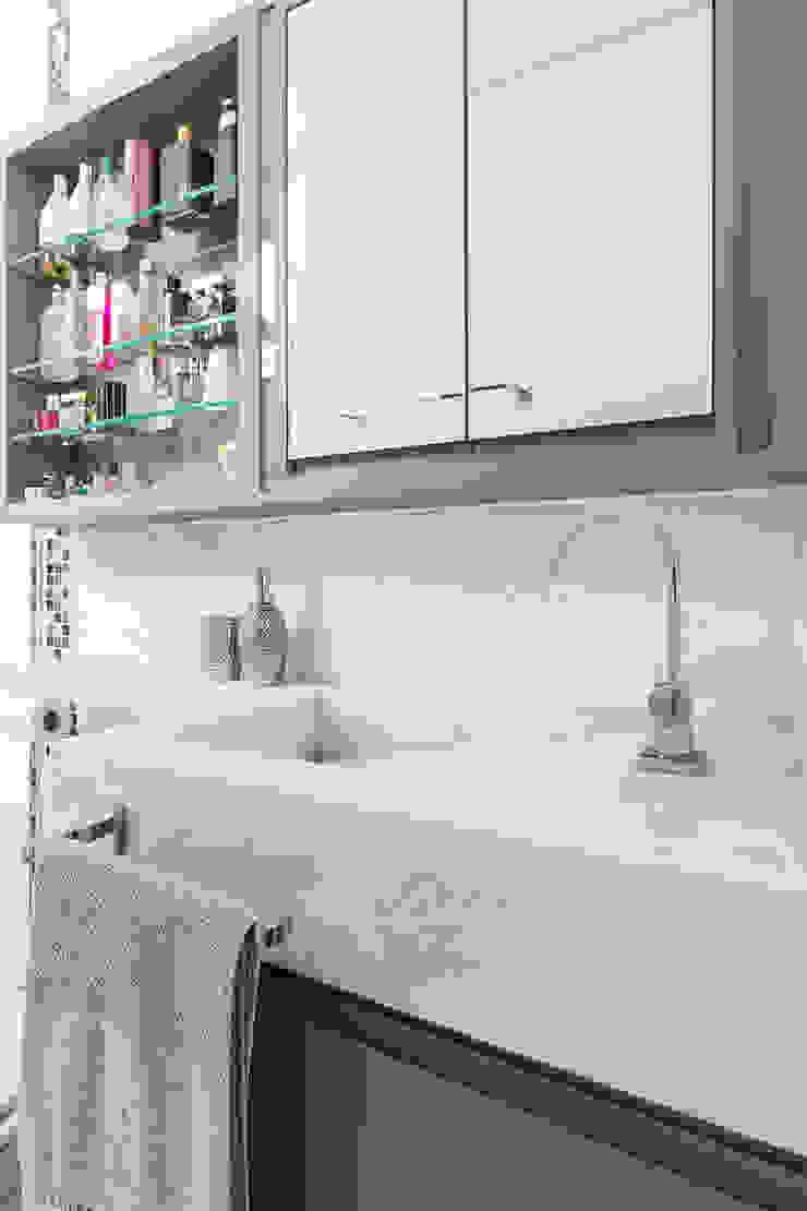 Mímesis Arquitetura e Interiores Modern bathroom Marble