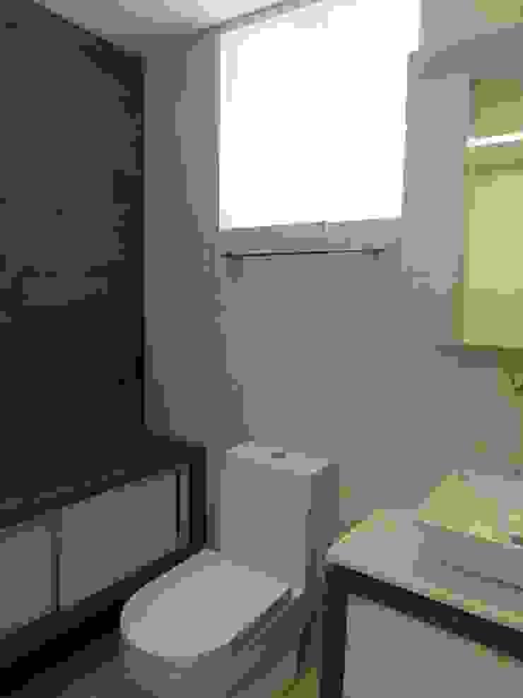Baño Hab. de huespedes MARATEA estudio Baños de estilo minimalista