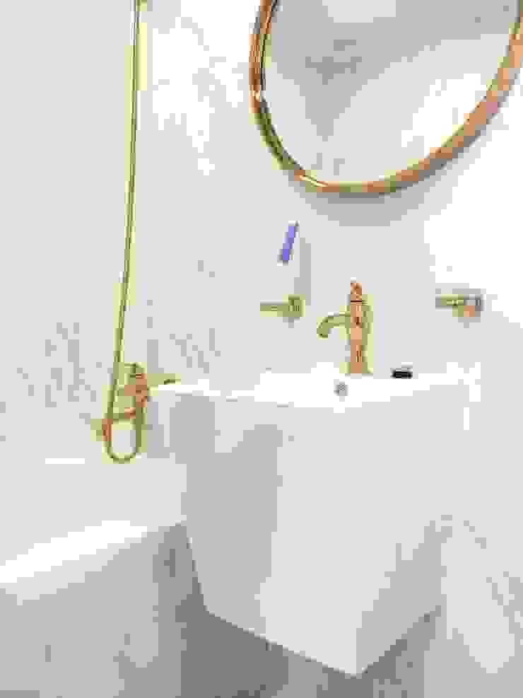 Baños de estilo moderno de Design Partner Blue box Moderno