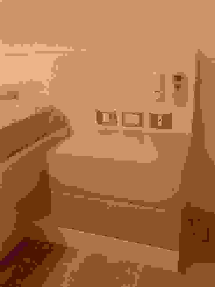 Acabado mdf laca blanca semimate y laca verde de Flag equipamientos Moderno Derivados de madera Transparente