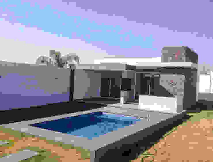 Exterior EBA Architecture & Desing Balcones y terrazas de estilo moderno