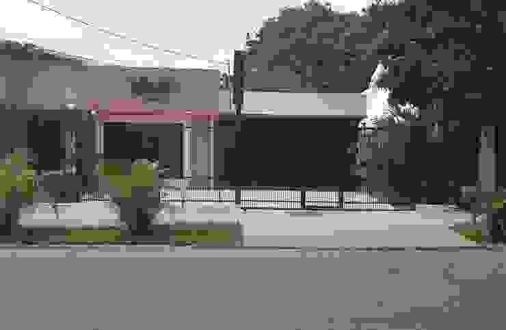Fachada Principal de Arq. Alberto Quero Moderno Ladrillos