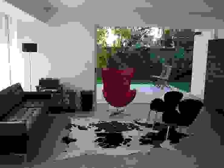 Casa Infanti Livings de estilo minimalista de Claudia Tidy Arquitectura Minimalista Concreto