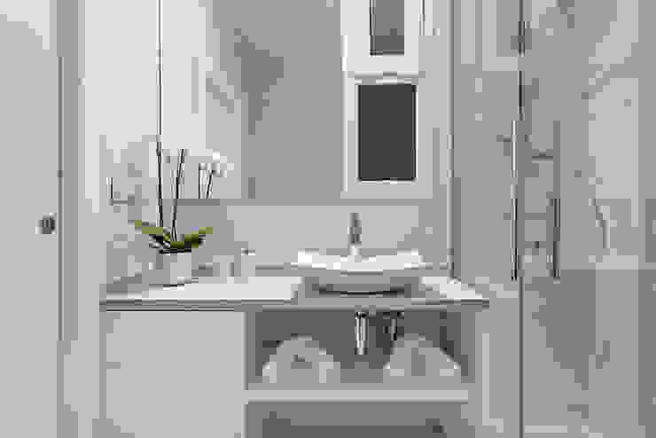 Bagno minimalista di PL Architecture Minimalista