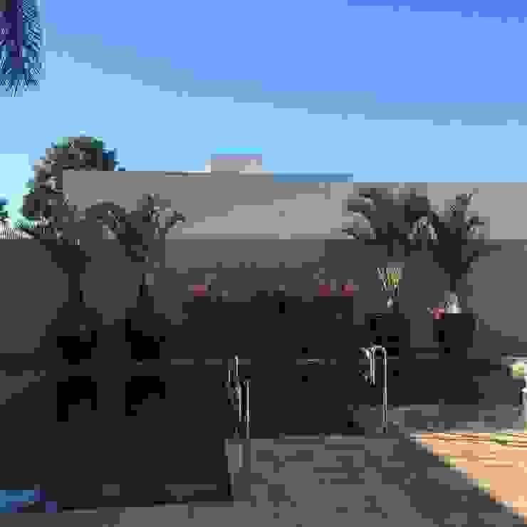 庭院 by Eneida Lima Paisagismo, 熱帶風