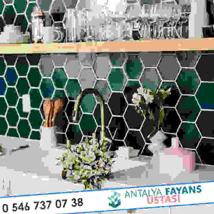 Cocinas de estilo moderno de Antalya Fayans Ustası - 0 546 737 07 38 Moderno Cerámico