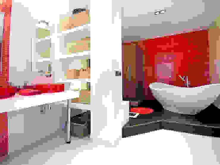 Mediterranean style bathrooms by TRAZOS D´INTERIORS Mediterranean