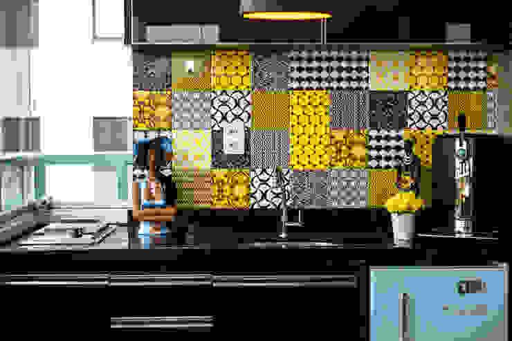 Studio MAR Arquitetura e Urbanismo Modern dining room Tiles Multicolored