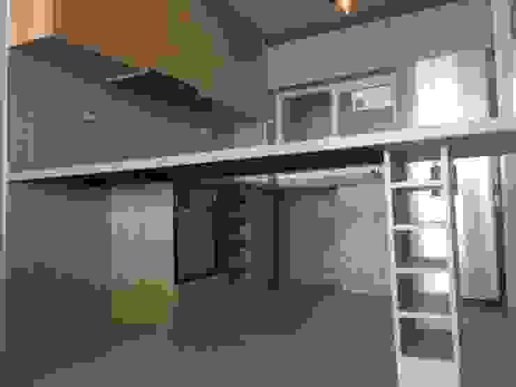 Cocina con el primer diseño ( original) de N.Muebles Diseños Limitada