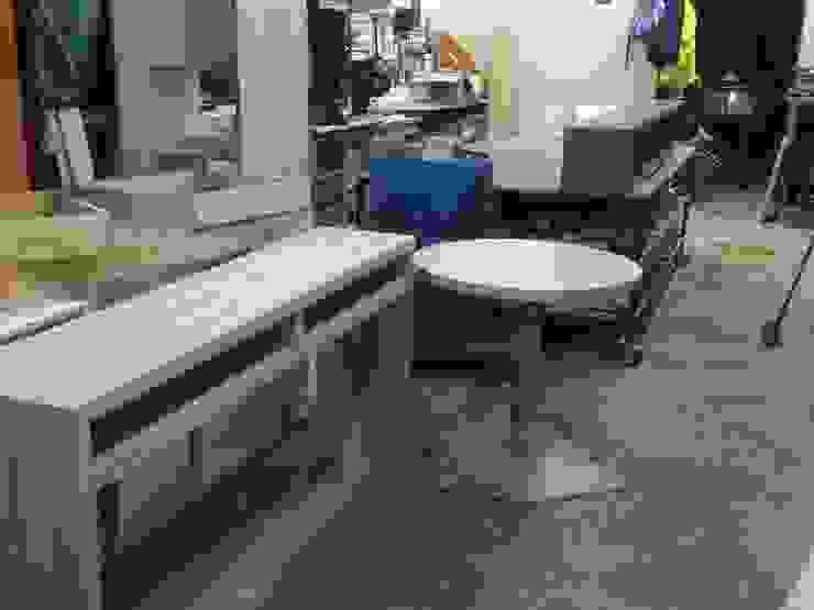 Arrimo y librero listo para instalar Comedores de estilo moderno de N.Muebles Diseños Limitada Moderno Aglomerado