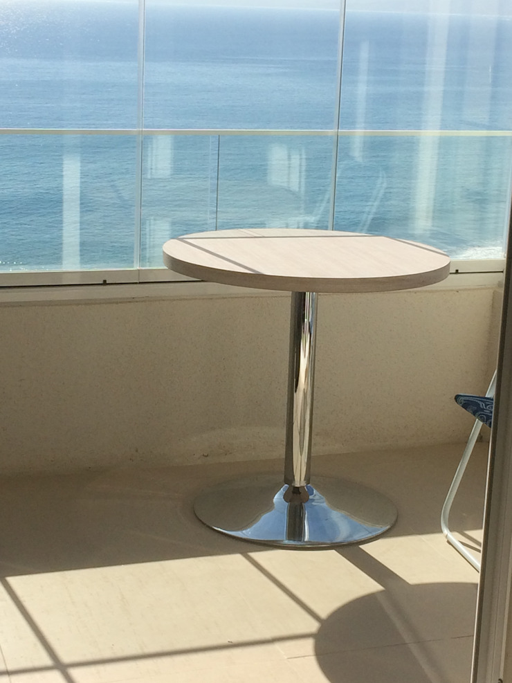 Mesa redonda, excelente terminaciones. de N.Muebles Diseños Limitada Moderno Aglomerado