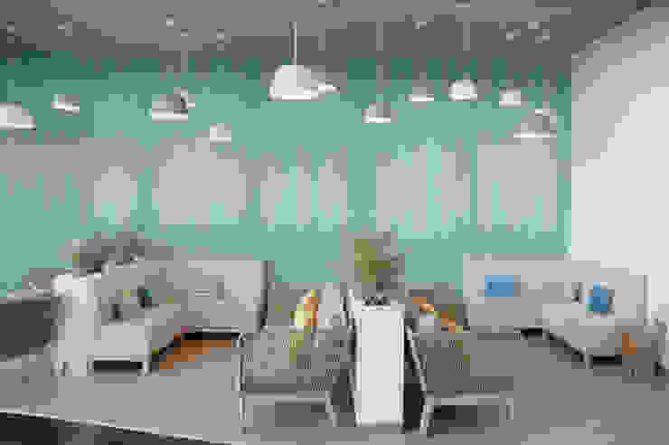 Moderne Einkaufscenter von MOYO Concept Modern Holz-Kunststoff-Verbund