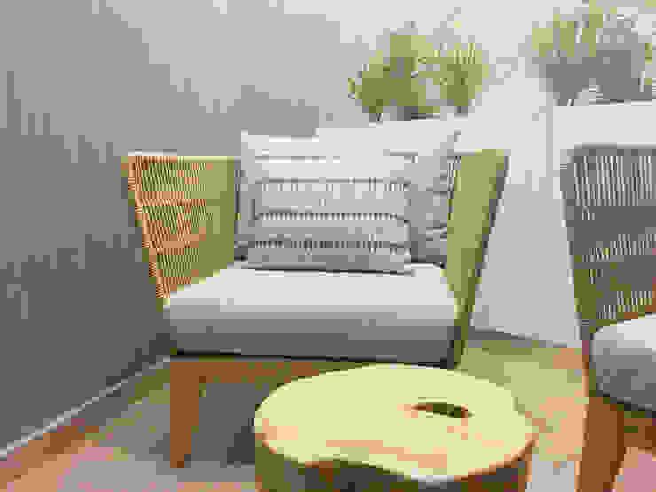 Moderne Einkaufscenter von MOYO Concept Modern Holzspanplatte
