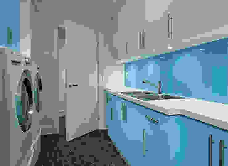 Garagens e arrecadações modernas por Douglas Design Studio Moderno