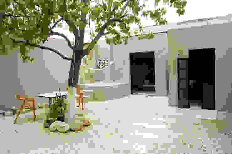 Patio Quinto Distrito Arquitectura Balcones y terrazas eclécticos Azulejos Azul