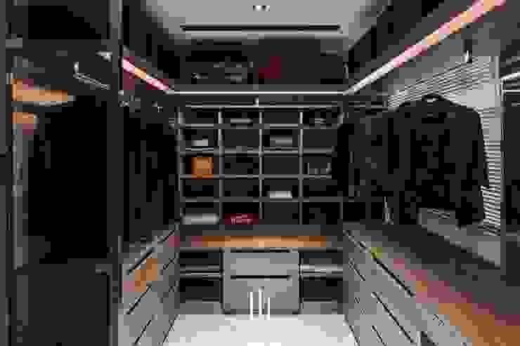 Modern Dressing Room by 山巷室內設計 Modern