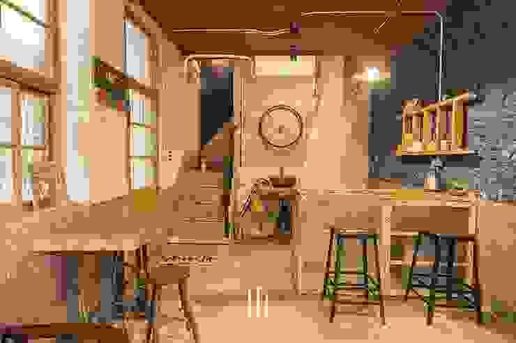 台南民宿/樂宅1960 經典風格的走廊,走廊和樓梯 根據 山巷室內設計 古典風