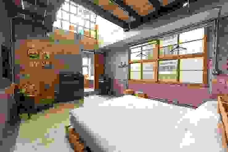 Classic style bedroom by 山巷室內設計 Classic