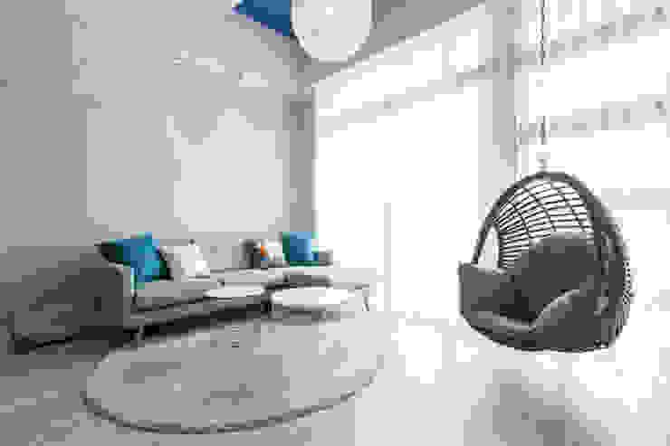 Phòng khách phong cách Bắc Âu bởi 宅即變空間微整形 Bắc Âu