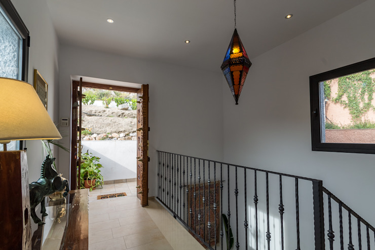 Home & Haus | Home Staging & Fotografía Colonial style corridor, hallway& stairs Beige