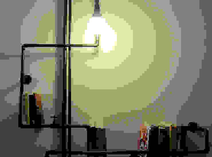 Progettazione e creazione di una libreria con illuminazione:  in stile industriale di StudioExNovo, Industrial Ferro / Acciaio