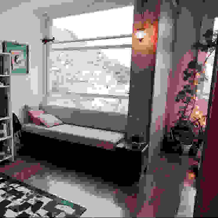 Apartamento com conceito aberto NATALIA BARTOLOMEO ARQUITETURA   DESIGN STUDIO Portas e janelas modernas