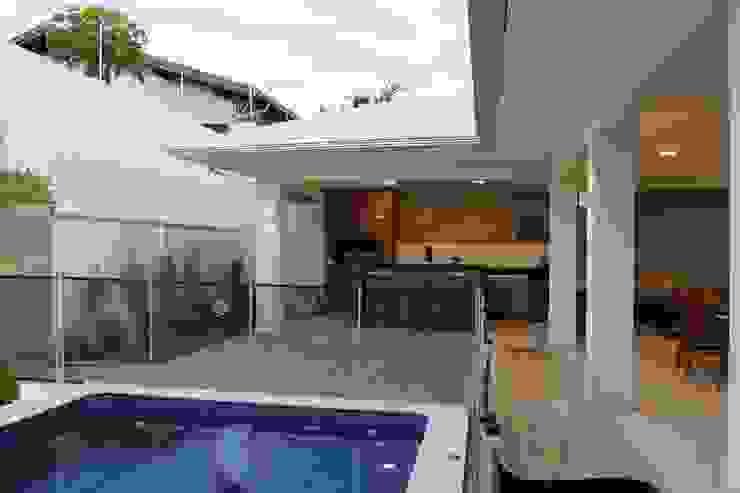Rumah Modern Oleh Arquiteta Bianca Monteiro Modern Keramik