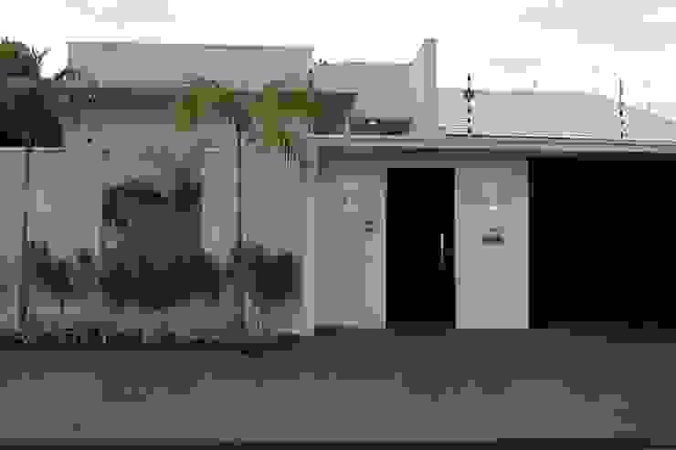 من Arquiteta Bianca Monteiro حداثي زجاج