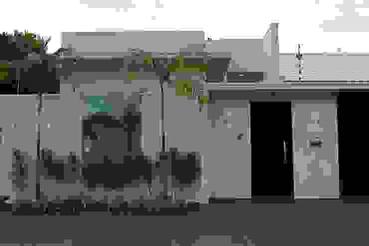 Casas de estilo moderno de Arquiteta Bianca Monteiro Moderno Vidrio