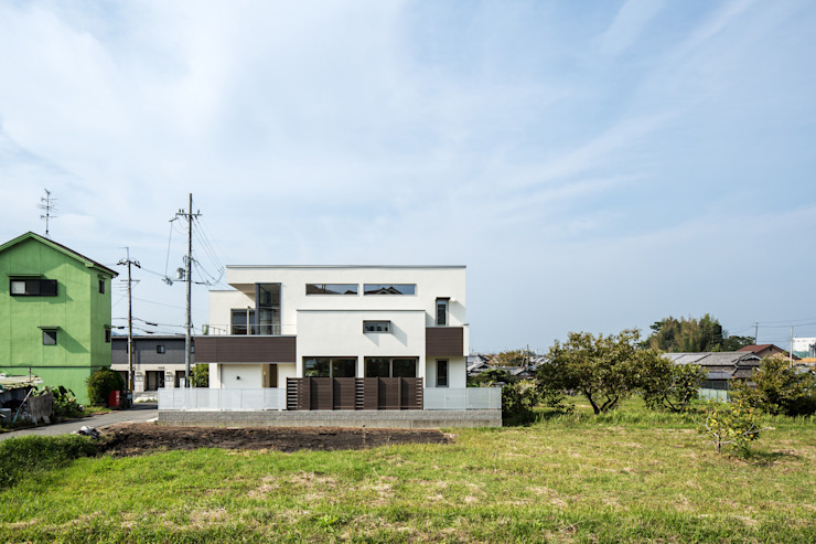 homify 現代房屋設計點子、靈感 & 圖片 木頭 White