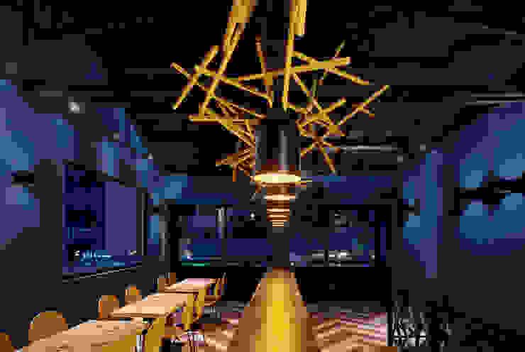 靜謐的二樓空間。 根據 有偶設計 YOO Design 現代風