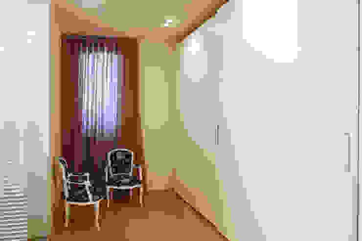 Closets de estilo moderno de Daniela Nori Moderno