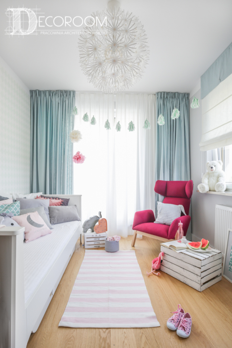 Scandinavian style nursery/kids room by Decoroom Scandinavian