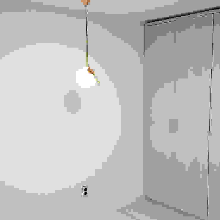 신도림 태영 아파트 신혼부부 30평 인테리어 모던스타일 미디어 룸 by 마당디자인 / MADANGDESIGN 모던