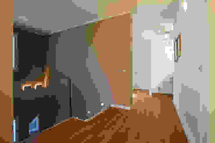 Corridor & hallway by Daniela Nori, Modern