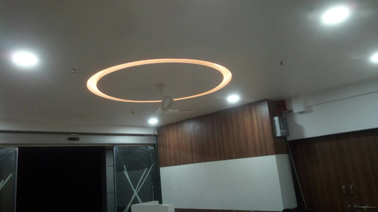 Lifeline Super Specialty Hospital, Pandharpur Modern hospitals by SK Interiors And Solutions Modern Tiles