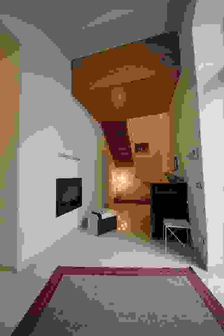 Modern corridor, hallway & stairs by Falegnameria Ferrari Modern
