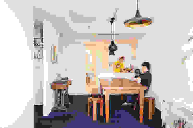 Salas de estar modernas por 株式会社ブルースタジオ Moderno