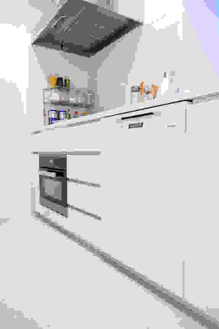 キッチンには、ミーレのオーブンと食洗機を入れた 株式会社ブルースタジオ モダンな キッチン