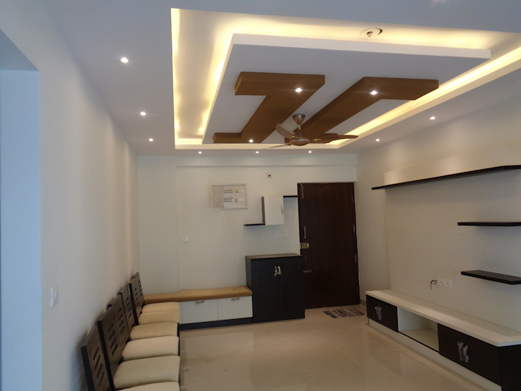 Living Room False Ceiling:  Living room by Scale Inch Pvt. Ltd.