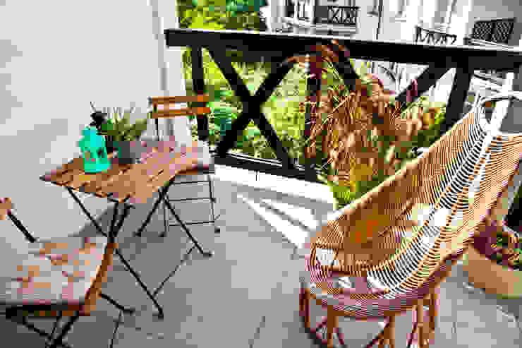 Balkon po homestagingu od Mhomestudio Nowoczesny