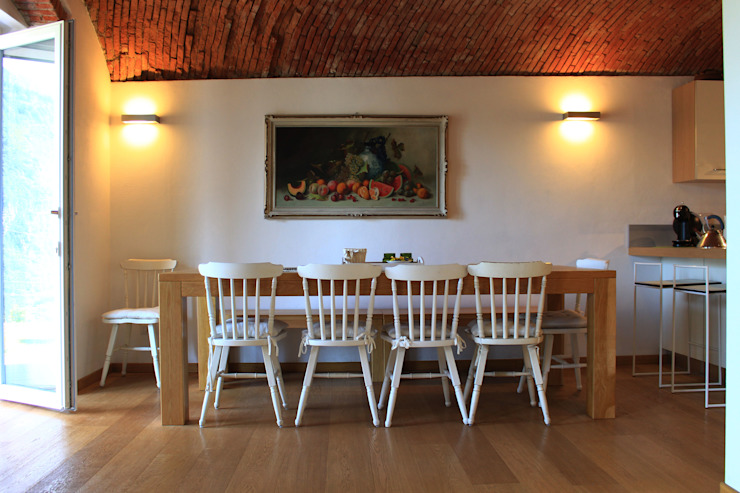 Country style dining room by giorgio davide manzoni Country Bricks